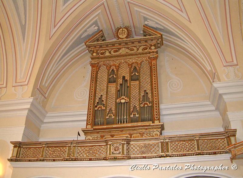 Organo all'interno della Chiesa datato 1628