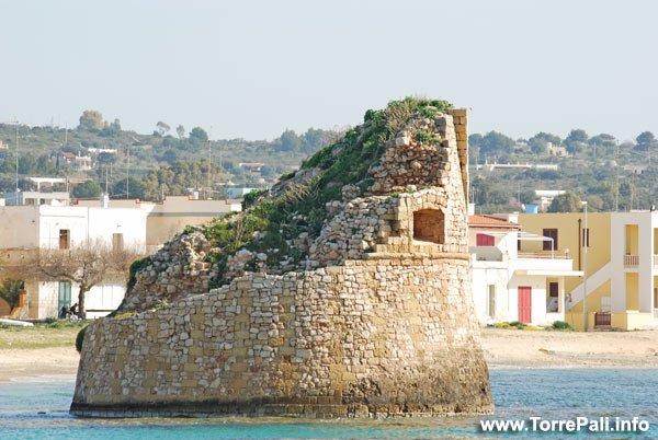 Spiaggia e torre di Torre Pali